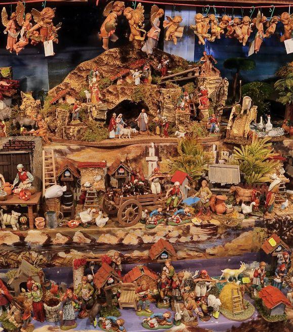 Saint Lucy's Fair, Portico dei Servi, Bologna, by Alessandro Ugazio https://www.360cities.net/image/fiera-di-santa-lucia-portico-dei-servi-bologna-italy#361.04,17.16,43.0