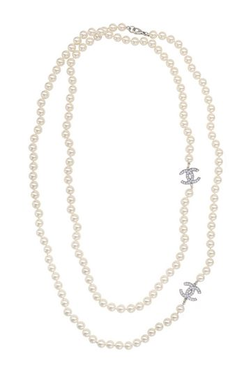 vintage chanel pearl necklace. Would love to own this