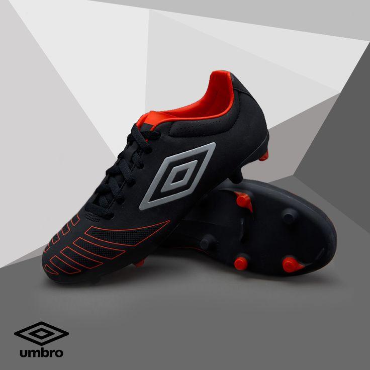 Kickers and Co propose également des chaussures de sport. Retrouvez les « Ux accuro club hg » de la marque UMBRO conçues pour les footballeurs à la recherche de chaussures à crampons performantes et stylées.  #umbro #chaussuresport #chaussureenfant #sport #foot #football