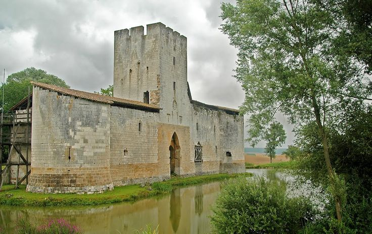 Castello Gombervaux - Francia