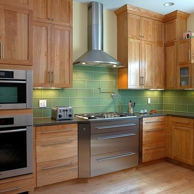 Kitchen wall colors with cherry cabinets design pictures for Cherry kitchen cabinets wall color