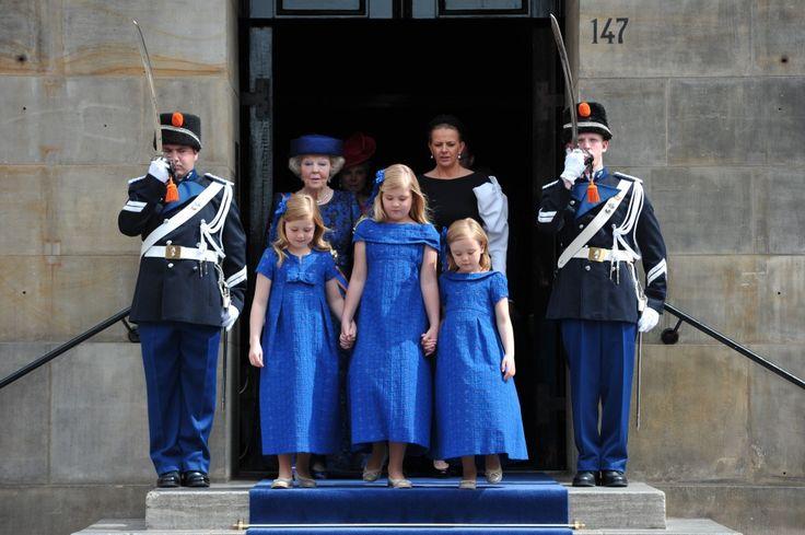 Princess Beatrix (ex Queen) and her 3 granddaughters princess Alexia, crownprincess Amalia and princess Ariane after the inauguration of King Willem-Alexander. De inhuldiging van koning Willem-Alexander. nrc.nl