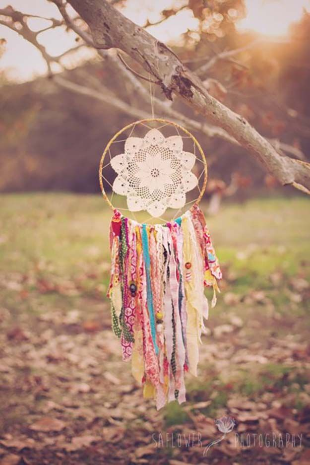 Recycled Fabric DIY Dreamcatcher   DIY dreammcatcher   Ideas & Inspiration, see more at http://diyready.com/diy-dreamcatcher-ideas-instructions-inspiration