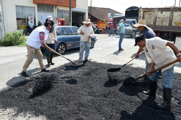 Alcaldía de Dosquebradas realizó reparcheo a 380 metros cuadrados de vías