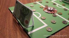 Geldgeschenk für einen Fußballfan