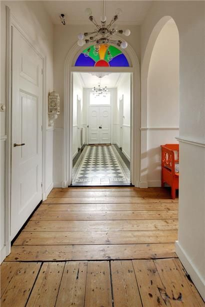 zwart/wit tegels en houten vloer