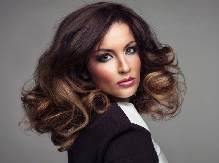 Чтобы получить гармоничные цвета на темных волосах, нужно выдержать краситель дольше, и тщательно контролировать фон осветления