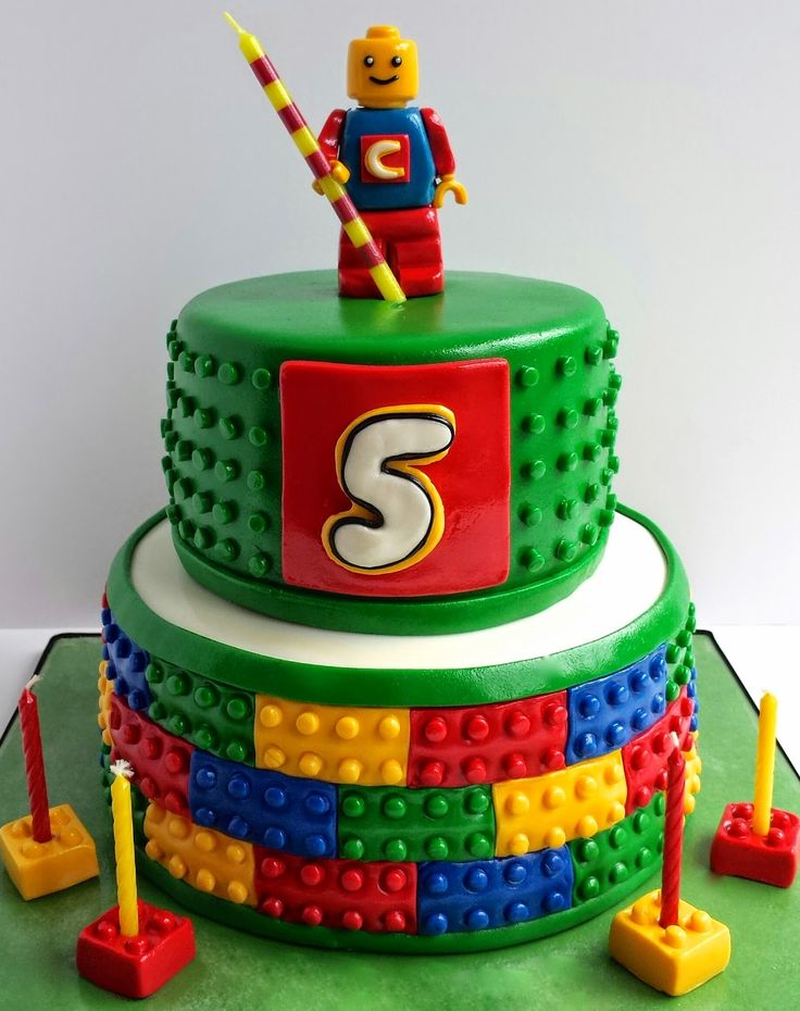 DIY : LEGO Cake in the Group Board LEGO® LOVE http://www.pinterest.com/yourfrenchtouch/lego-love - If you ♥ LEGO®, come and have a look at the crowdest LEGO® LOVE group board http://www.pinterest.com/yourfrenchtouch/lego-love #LEGO