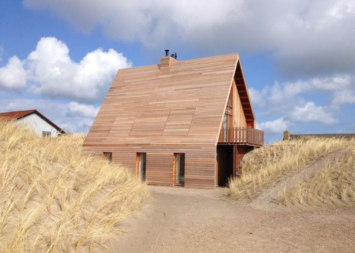 Private house between the dunes. Terschelling, the Netherlands. By AchterboschZantman architecten.