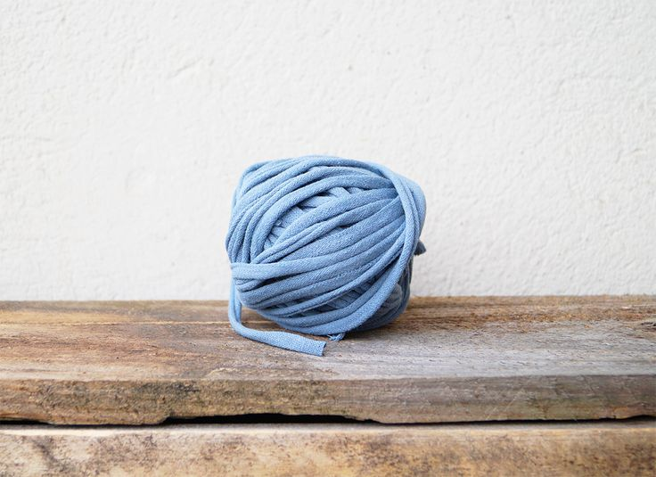 How to Make T-shirt-yarn - Because I want to try some projects for which I will need T-shirt-yarn, I made this basic tutorial on how to make T-shirt-yarn, in ca�