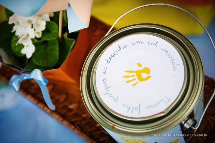 """""""Numa folha qualquer, eu desenho um sol amarelo…"""". Quem nunca ouviu Aquarela do Toquinho e sorriu ao se lembrar da própria infância?E era esse sorriso que a Renata Cotarelliquis oferecer ..."""