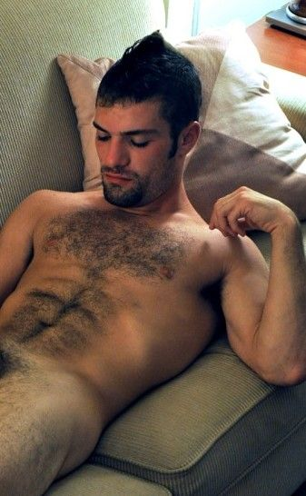 A blog to indulge your senses with the beauty of the male shapes.