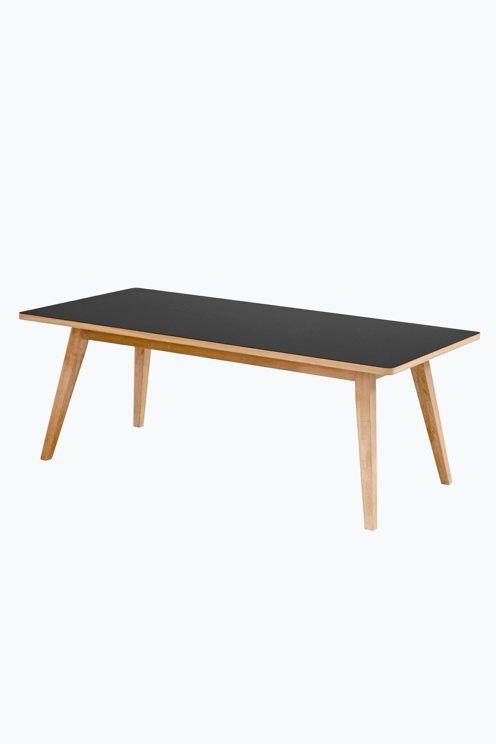 """Sofabord med topplate i høytrykkslaminat. Ben i vokslakket eik.<br>120 x 60 cm, høyde:  45 cm. <br>Leveres umontert.                       <br>Fraktvekt 20 kg.                                    <br>Les om Fraktvekt under fliken """"Levering"""". <br><br>"""