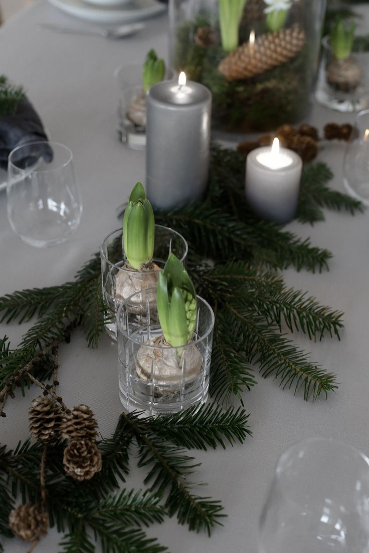 An easy Christmas table setting