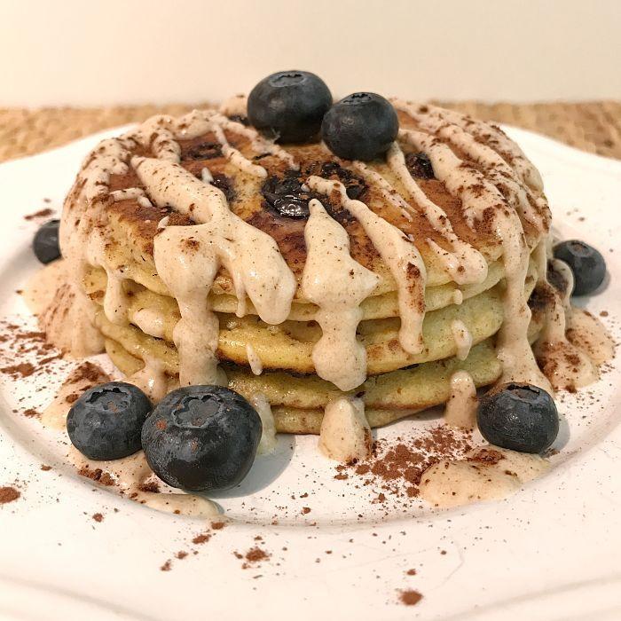 """Low Carb Blaubeer-Pancakes mit Zimt-Frischkäse-Glasur - """"Mein Frühstücksglück"""" /Sasibella Frühstücksrezept, Pancake Rezept,LowCarb,Keto,LCHF, glutenfrei,Pancakes ohne Mehl, Frühstück gesund"""