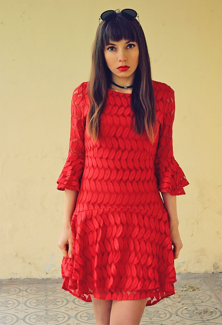 red lace beel sleeves dress and leather choker: http://jointyicroissanty.blogspot.com/2017/04/red-lace-dress.html