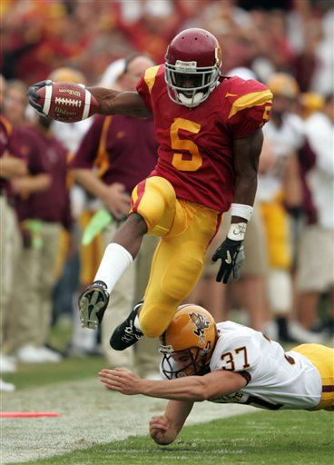 My boy Reggie Bush doing what he does best. One of the greatest college football players I've ever seen.