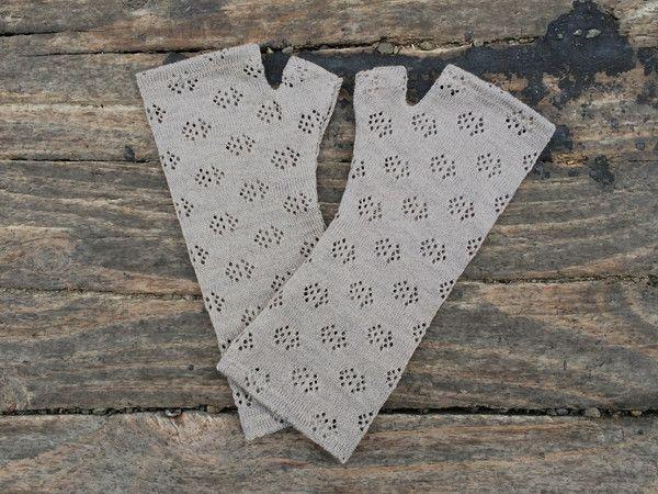 Silver grey textured merino gloves