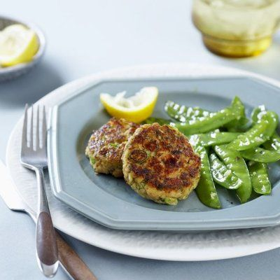 Make low-cal, protein and calcium–rich Salmon cakes with lemony snow peas in just 25 minutes. Find fast and easy dinner recipes at Chatelaine.com.