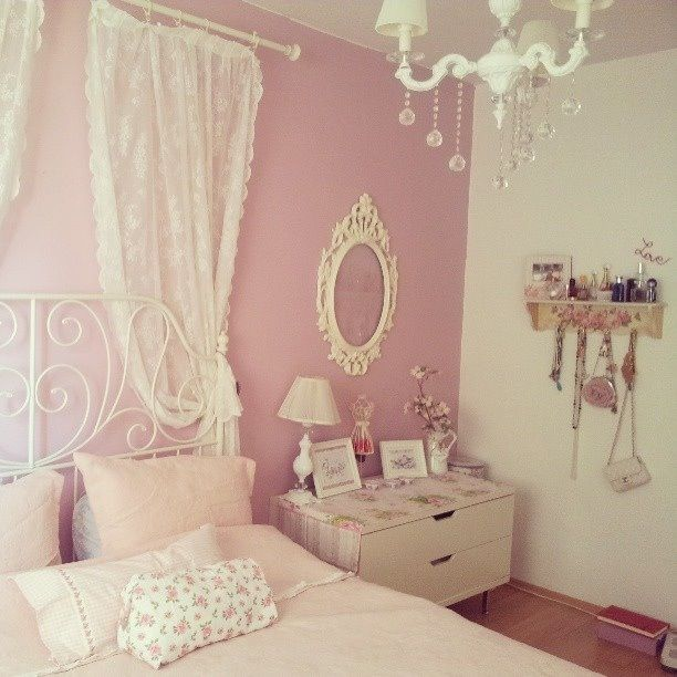 Pastel bedroom NOTE: the curtain rod with lace curtains... this is an easy and must-do treatment. More