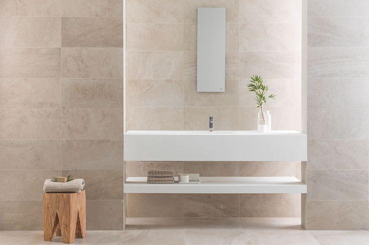 Baño - La solidez y elegancia de la piedra en el porcelánico técnico de altas prestaciones URBATEK - #PORCELANOSA Grupo - #tiles #ceramics #interiorism #bathroom #mosaics #travertino #porcelanosa #minimal #design