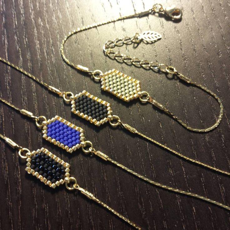 Les bracelets hexagones sont maintenant disponibles à petit prix en métal doré…