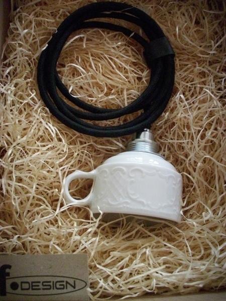 Inspirational Edle Tassenlampe in schlichtem wei Stabiles Porzellan Reliefartiges Muster