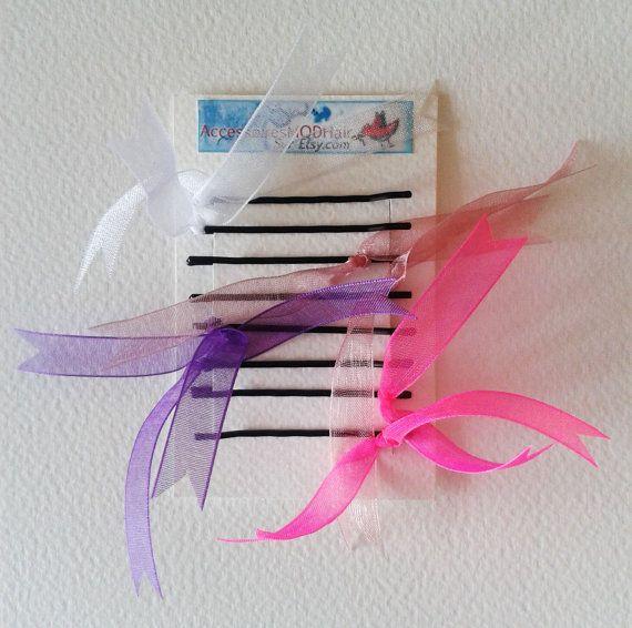 Lot de 8 pinces à cheveux métal noir assorties de jolis rubans roses, violets, blancs et rose pâle. Pour enfants.