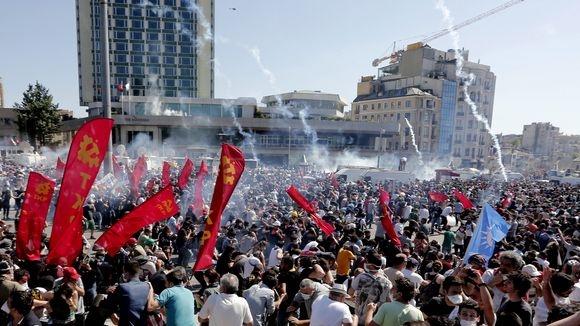"Zeit Online.de  http://www.zeit.de/ Istanbul""Die Proteste könnten brutaler werden""  http://www.zeit.de/politik/ausland/2013-06/tuerkei-proteste-berichte"