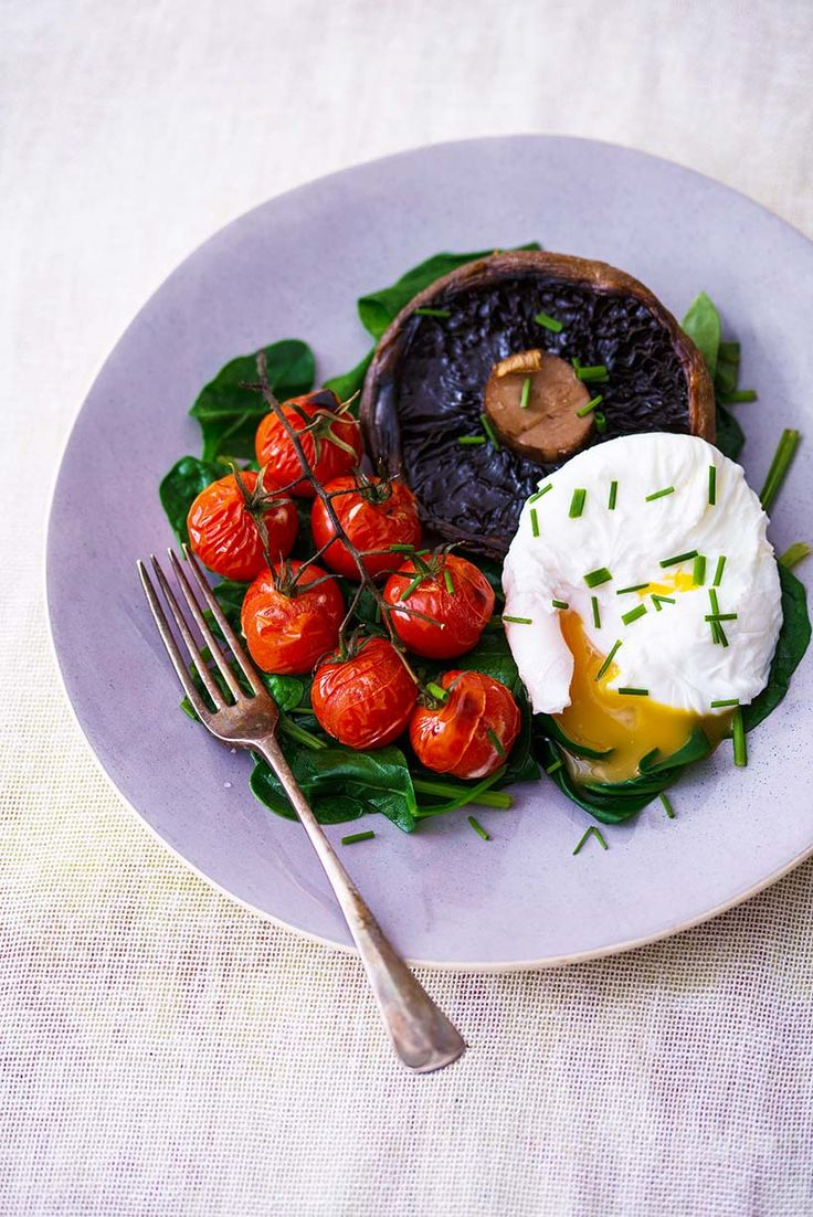 Poached Egg with Spinach, Portabello Mushroom and Vine Tomatoes. Egg protein keeps you fuller than wheat protein, and spinach is packed with iron, vitamins and minerals (only 124 kcals).