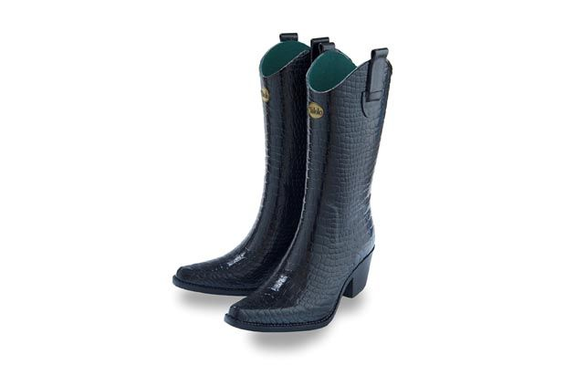 Do you know someone who would love to combine a high fashion look with footwear to enjoy the countryside in? Then these Talolo Boots' could be right up their street this Christmas.  Find out more at http://www.horseandhound.co.uk/products/snakeskin-wellies-launched-talolo/#RRu3YzSCQGdVWdzr.99