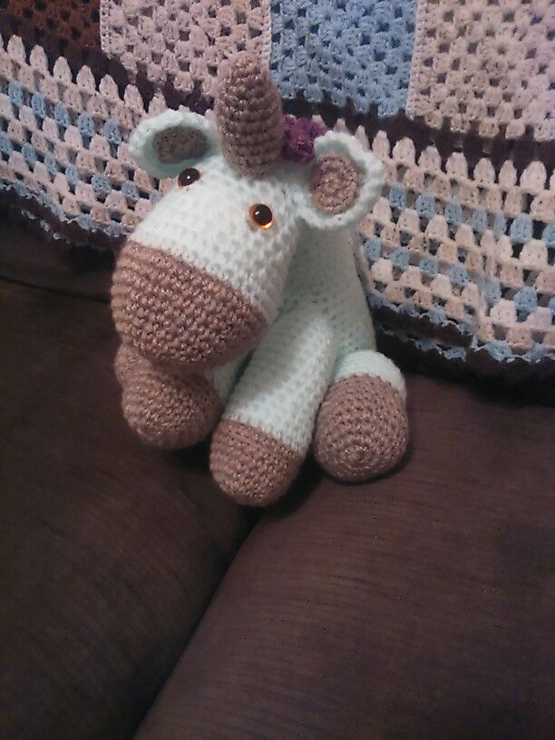 I made this unicorn 4 my daughters 1st birthday . So proud of myself as this took alot of blood sweat and tears x