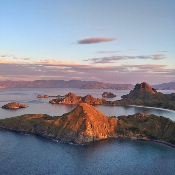 Sunrise at Komodo island https://instagram.com/p/3dIWgZjlNZ/?taken-by=ninoyap