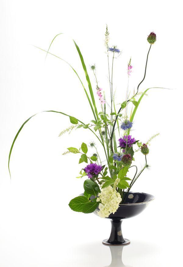 «L'ikebana est quelque chose de très différent du simple fait de décorer avec des fleurs. Il nous donne bien davantage qu'un décor de la table ou du tokonoma. Il apporte l'art. Et nous modelons ces choses vivantes comme le sculpteur modèle la glaise ou le plâtre … C'est à ce …