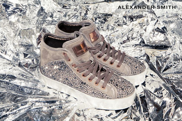 A225 Metal Bronzo. Metal flash, golden lightning and silver sparks: this is #AlexanderSmith new collection