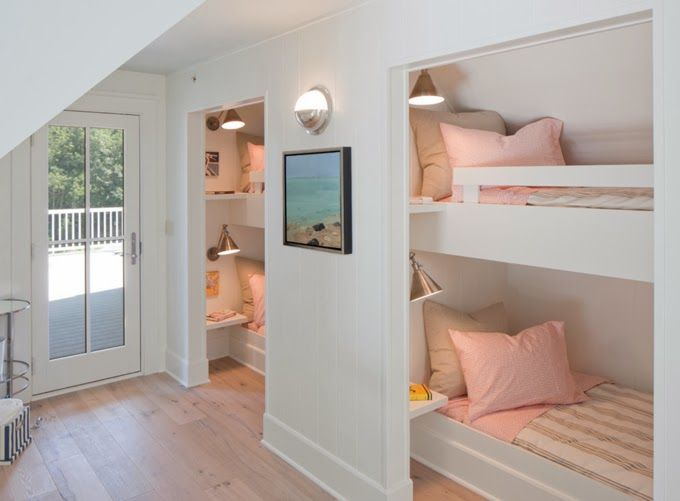 Loving the peacefulness of this bunk bedroom by Francesca Owings Interior Design, which appeared at @Erin Olson Moser. /ES