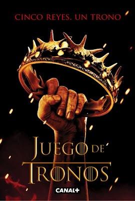 Tras la caída de importantes líderes en la primera temporada, los reyes han proliferado por doquier en Poniente. La casa Lannister, con el rey Joffrey al frente, domina Desembarco del Rey y al tiempo se enfrenta a los Stark, liderados por Robb, en el campo de batalla.