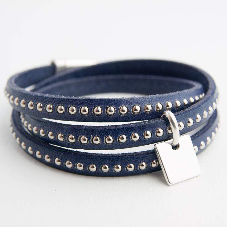 Bracelet cuir triple tour, fermoir et pampille carrée plaqués argent