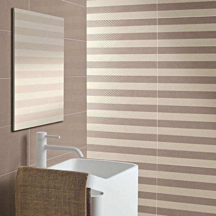 salle de bain contemporaine avec revêtement mural en carrelage taupe et beige rayé