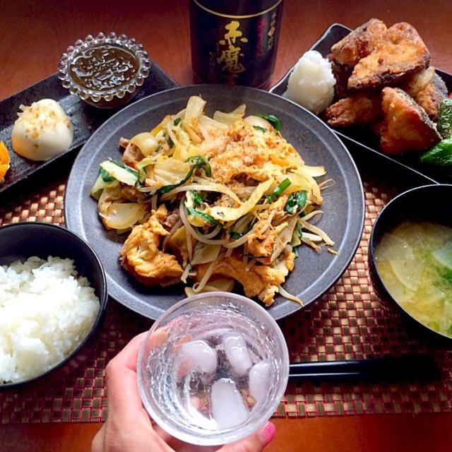 """初がいっぱいチビ〜ズ、お麩の食感ともずくにハマっちゃいました 人参もあまぁいとお代わりいっぱい 今度はお鍋いっぱいに作っちゃおう cocoさん、素敵美味しいレシピありがとうございます✨ みどりさん、美味しいお土産ありがとうございます✨食べ友お願いしますʕु-̫͡-ʔु"""" あぁ〜沖縄行きたぁい(*≧▽≦)ノシ)) - 62件のもぐもぐ - Today's Dinnerおつまみ・鰤の唐揚げ・フーチャンプルー・あおさと大根のお味噌汁・白飯 by Ami"""