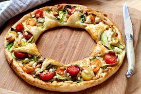 """750g vous propose la recette """"Tarte de légumes en couronne"""" en pas à pas. Avec une photo pour chaque étape, la réalisation de cette recette est un jeu d'enfant."""