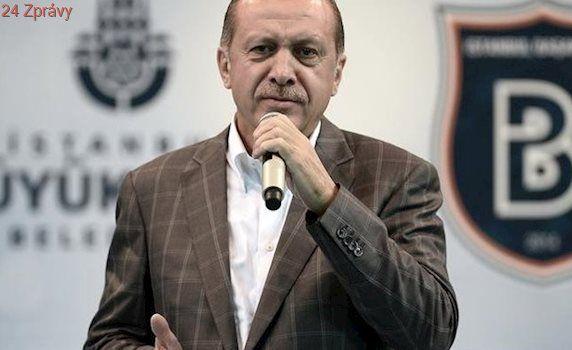 Zákaz muslimských šátků? Ať se EU stydí, začal střet kříže s půlměsícem, láteří Erdogan