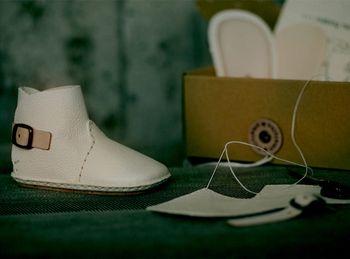 人生で、初めての一足に。umelo ihc(ウメロイーク)のベビーシューズ ... ママの優しさや温かさが感じられる手作りベビーシューズ。作る人も履く