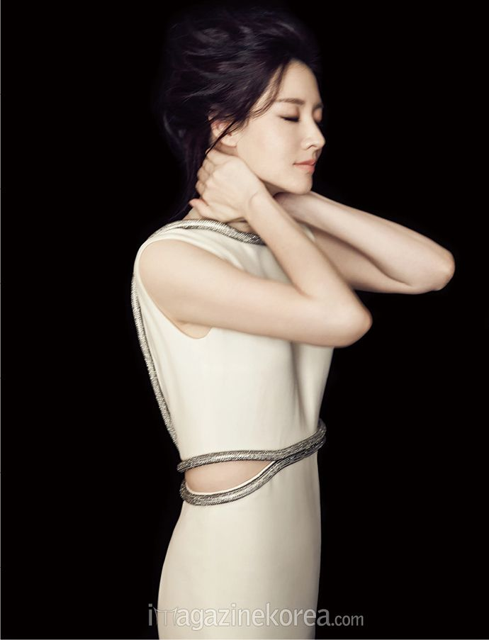 One Of Graces: Lee Young Ae in GUCCI Resort 2015 for Harper's Bazaar Korea January 2015