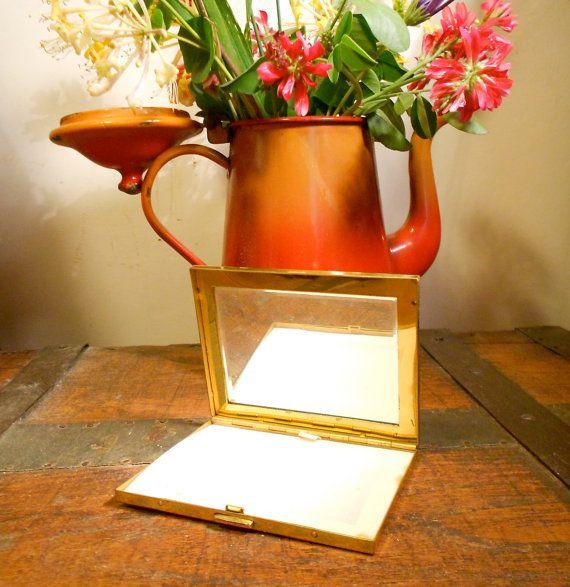 vintage 1950 romanticO  portacipria di metallo dorato di danycoty, $20.00
