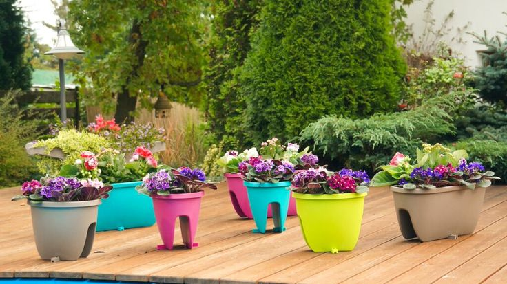Balconia OVI - choose your favourite. Available in 8 trendy colors and 2 different sizes. This planter is a must have for any urban jungle on your balcony.