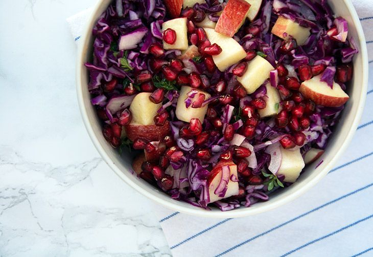 Red cabbage salad with apples - recipe for discretion and filling salad