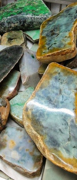 Vivid | Mixed | Color | Colour | цвет | カラー | Couleur | Colore | Rough Jade and Nephrite