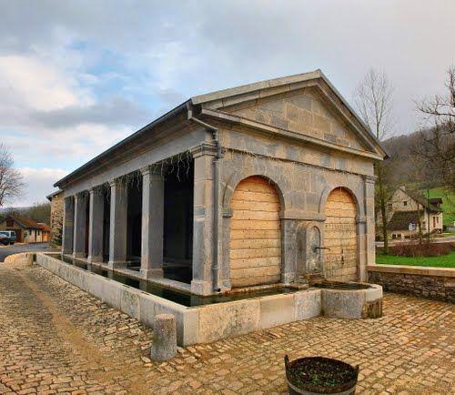 Cussey-sur-Lison : le lavoir-abreuvoir