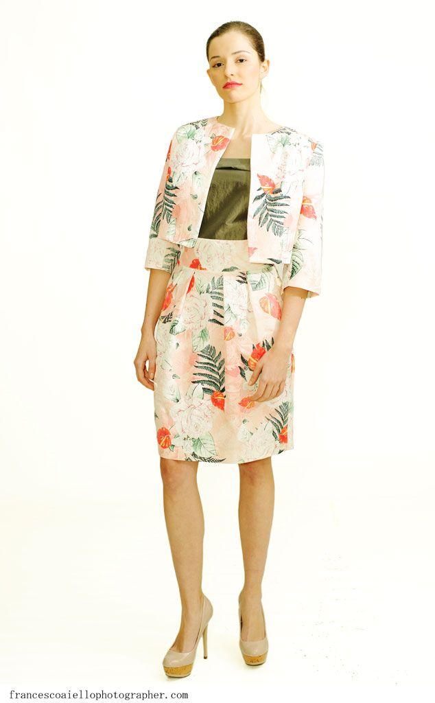 Torera de jacquard de seda de ceremonia elegante combinable con vestidos de la colección de Rita de Oliveira. Perfecta para las ocasiones más elegantes. 140€